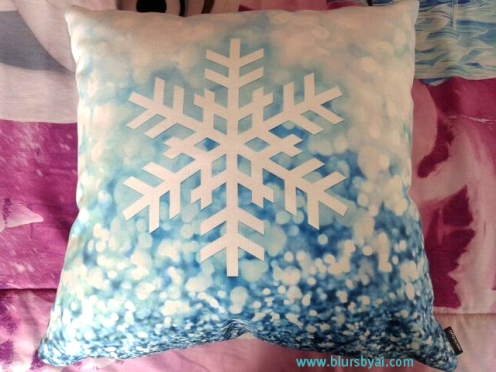 Geometric snowflake in sparkle background pillow. Image courtesy of Luisa.