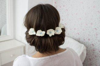 Small white flower hair pin